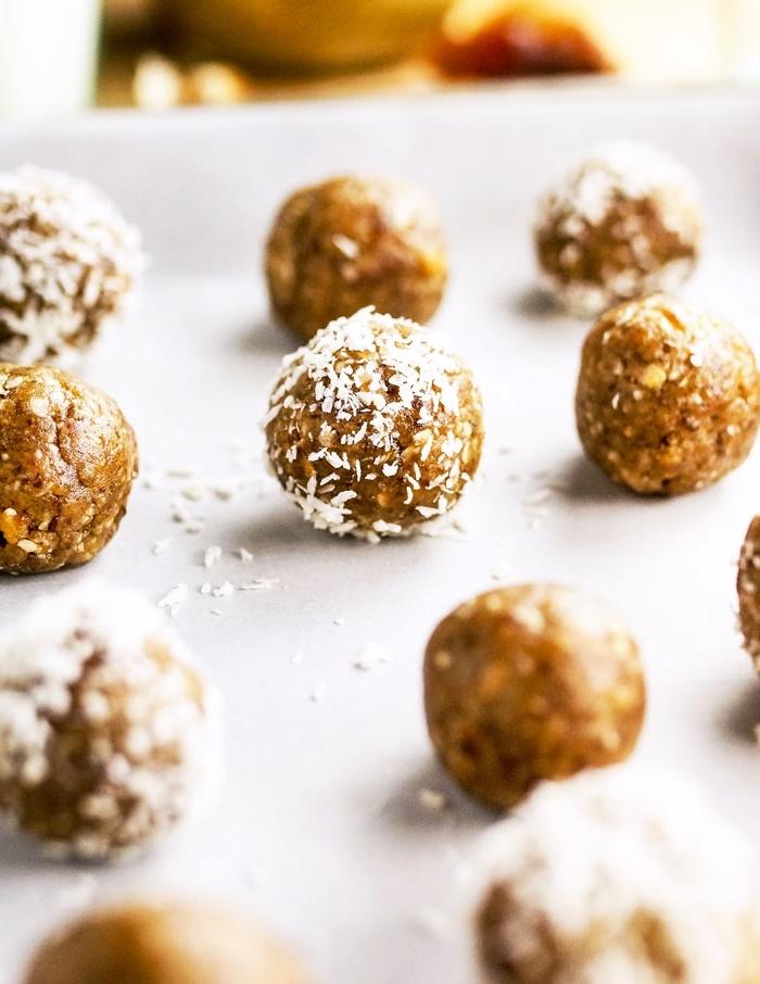 picaduras dulces con manteca de mani, nueces y ralladura de coco, ideas de desayunos y postres saludables y fáciles de hacer