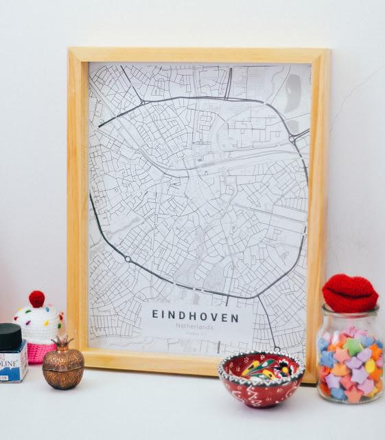 lamina decorativa con mapa de una ciudad que tu amigo tiene que visitar, ideas de regalos con un fuerte significado