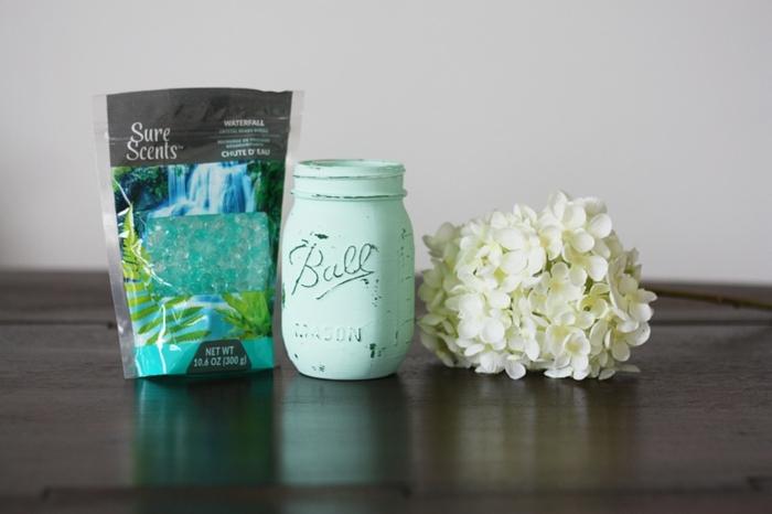 ideas útiles sobre como hacer decoraciones caseras, bolas aromatizantes, florero en estilo vintage, flores