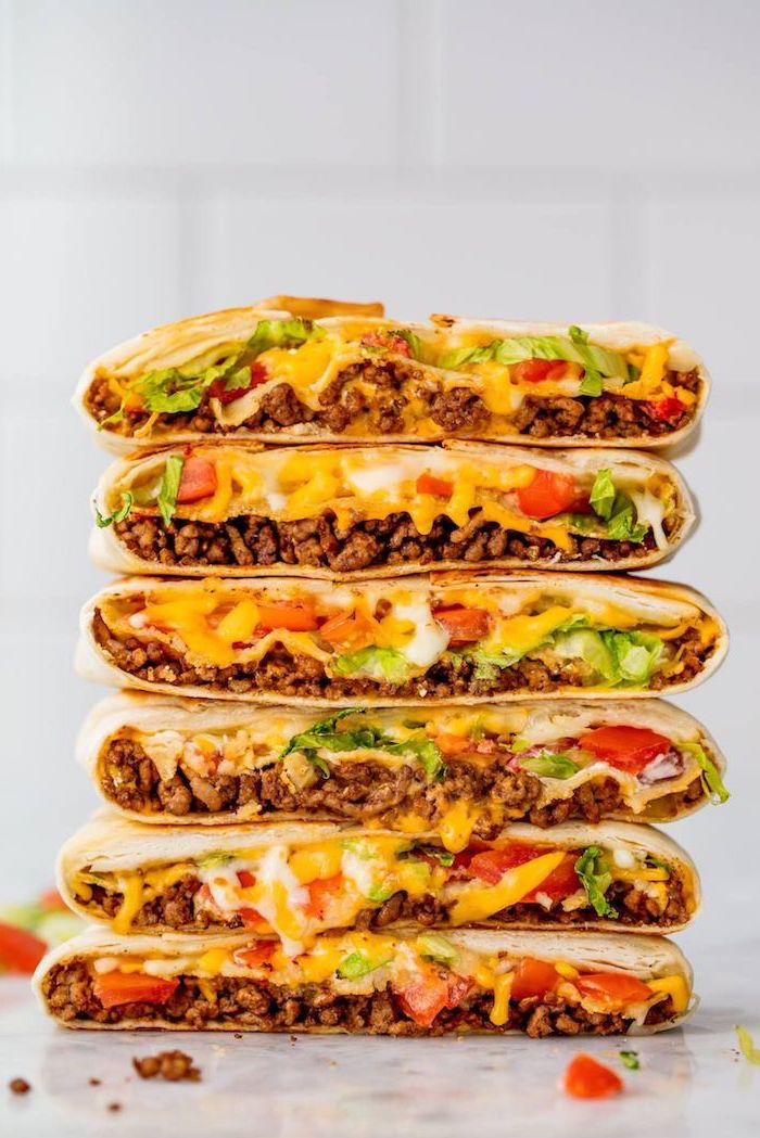 recetas fáciles para hacer en casa, tortillas con carne picada, queso hundido, tomates y lechuga, ideas sobre que comer hoy