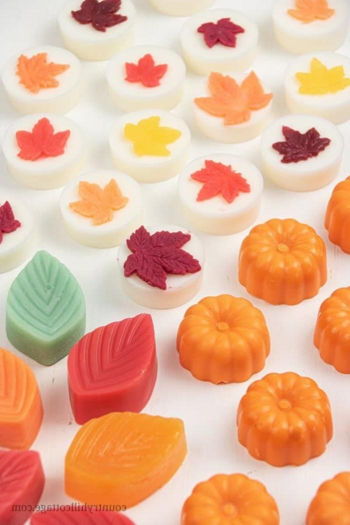 jabones caseros para regalar en otoño, jabones personalizados, ideas de regalos DIY temáticos y originales