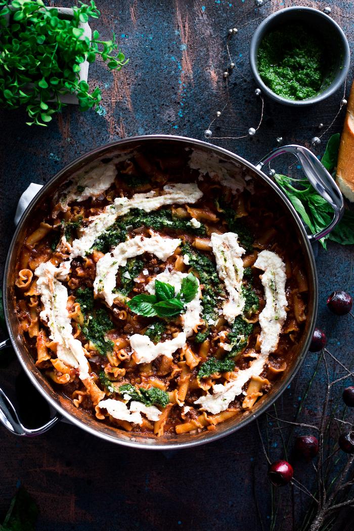 pasta casera con espinacas y salsa de yogur, recetas originales, como hacer pesto caseros en 30 minutos