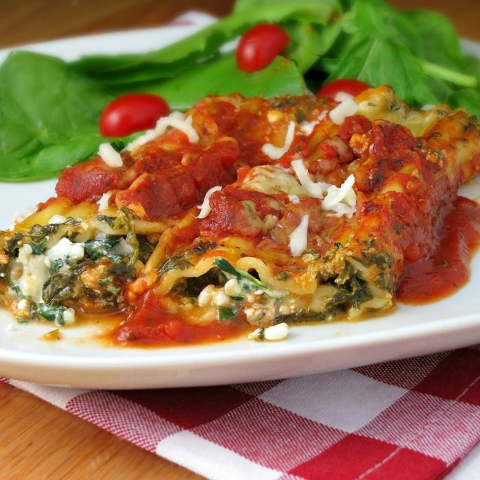 ravioli con espinacas y queso, ideas de platos ricos y saludables de la dieta mediterránea, platos caseros sanos