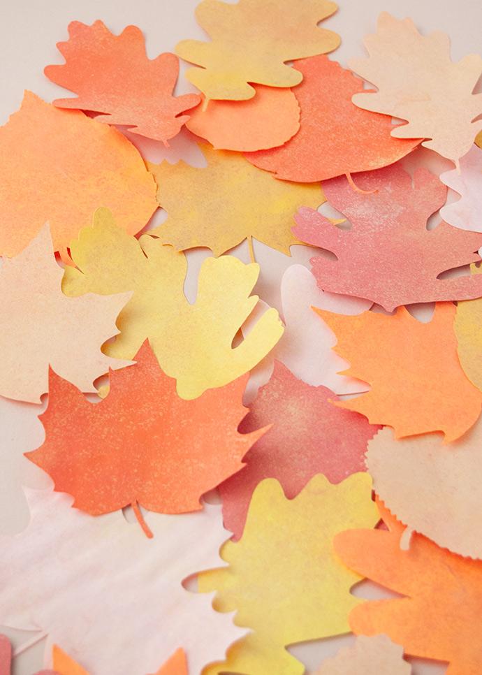 preciosas ideas sobre manualidades de papel para el otoño, hojas de otoño en bonitas colores paso a paso