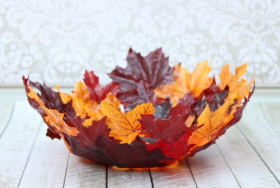 preciosas ideas de objetos decorativos DIY para el otoño, recipiente de hojas secas, manualidades hojas de otoño