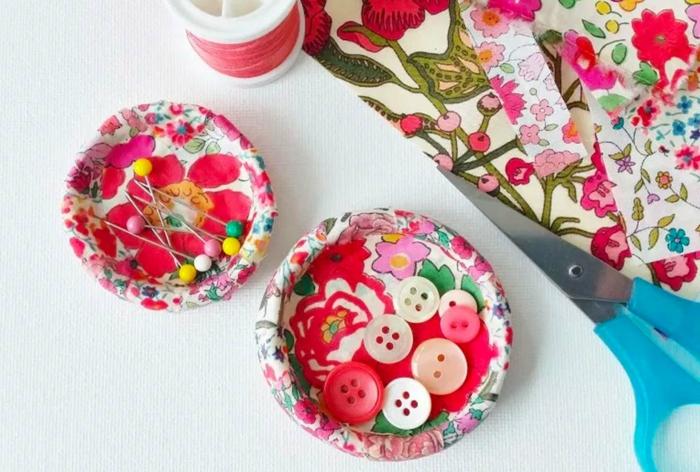 ideas de regalos manuales útiles para regalar a tu abuela, preciosos detalles DIY decorados con motivos florales, regalos caseros DIY