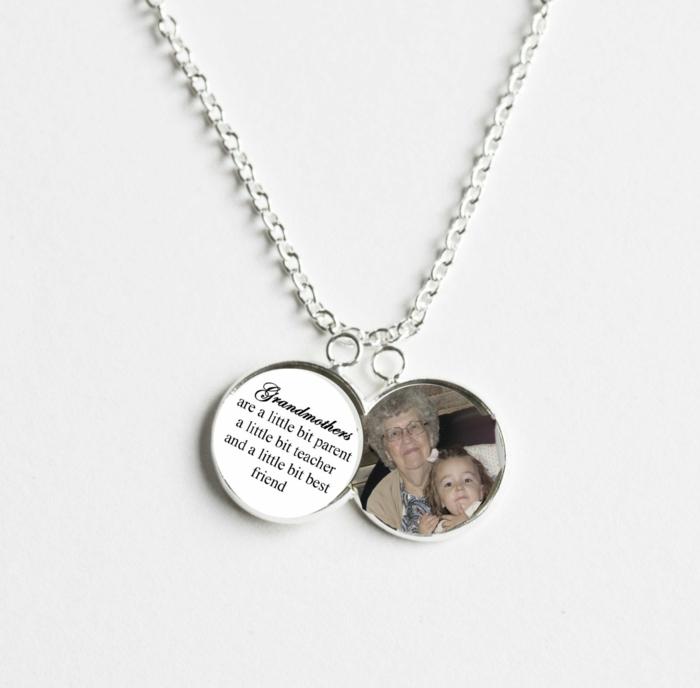 joyas personalizadas para regalar a tu abuela, ejemplos de regalos para madres y abuelas, sorprende a tu abuela con las ideas que te traemos hoy