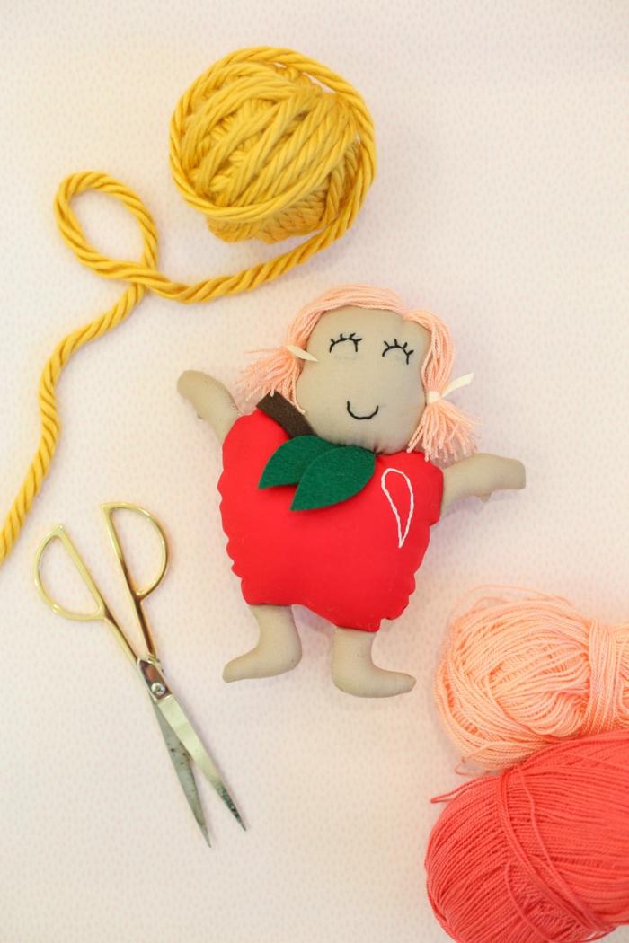 cómo hacer una muñeca DIY para regalar a tu abuela, regalos originales para mujeres, fotos de regalos personalizados e ideas DIY