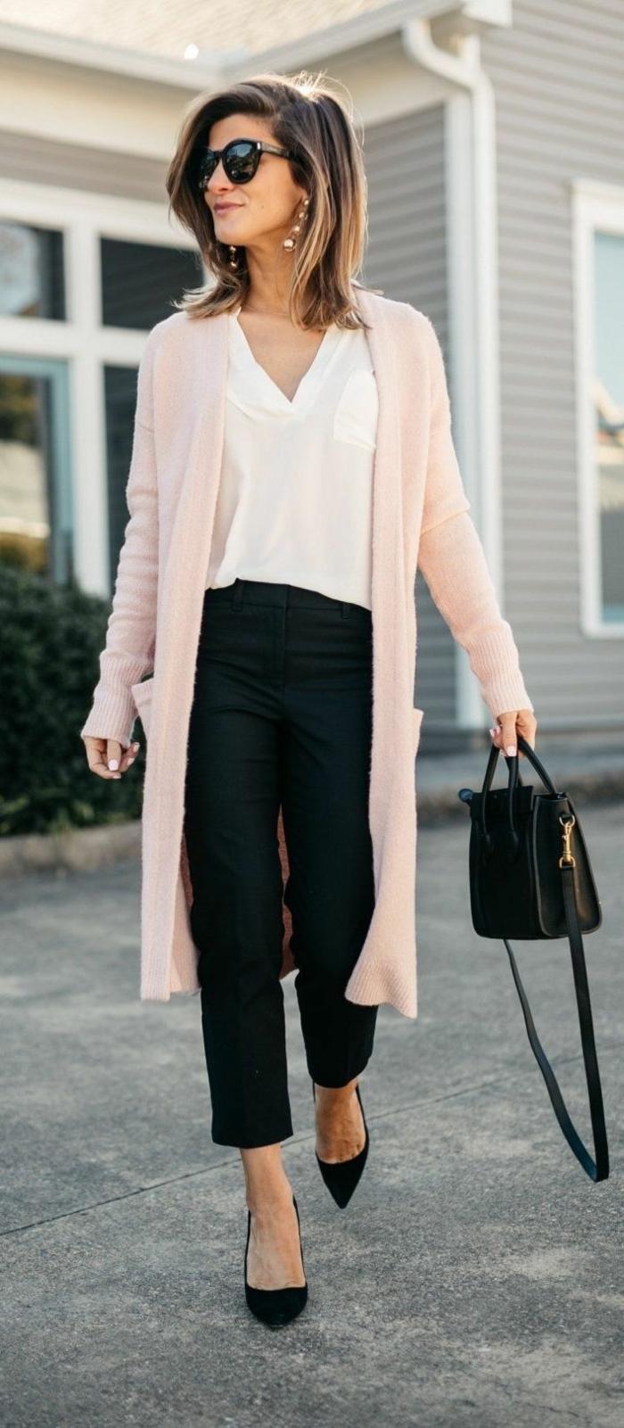 paleta de colores, combinaciones de colores clásicas, chaleco color rosado combinado con blusa blanca y pantalones negros