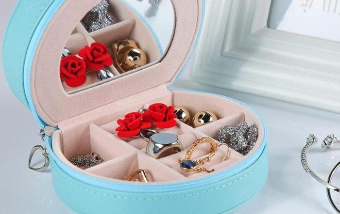 caja de joyas para llevar a un viajes, caja personalizada de terciopelo color azul, ideas de regalos DIY bonitos