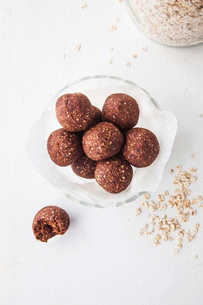 bolas de energía con avena, receta de avena saludables, ideas de comidas y postres caseros para conseguir una dieta equilibrada
