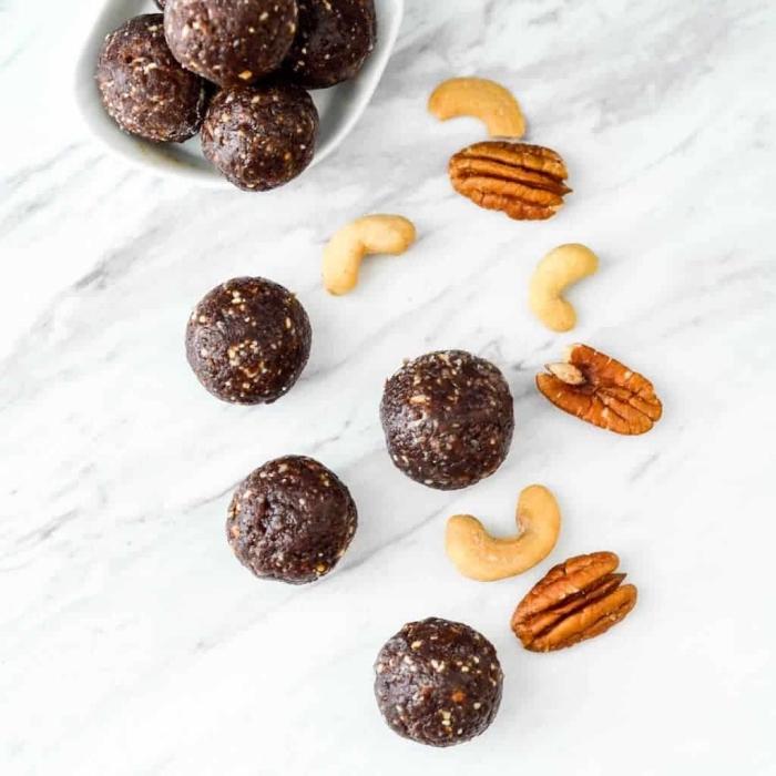 riquísimas propuestas de bolas de cacao y chocolate negro con anacardos y nueces pecanos, ideas sobre postres caseros