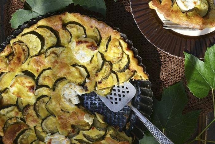 cacerola con calabacines y quesos, ideas de recetas ligeras para cenas, cenas saludables para toda la familia