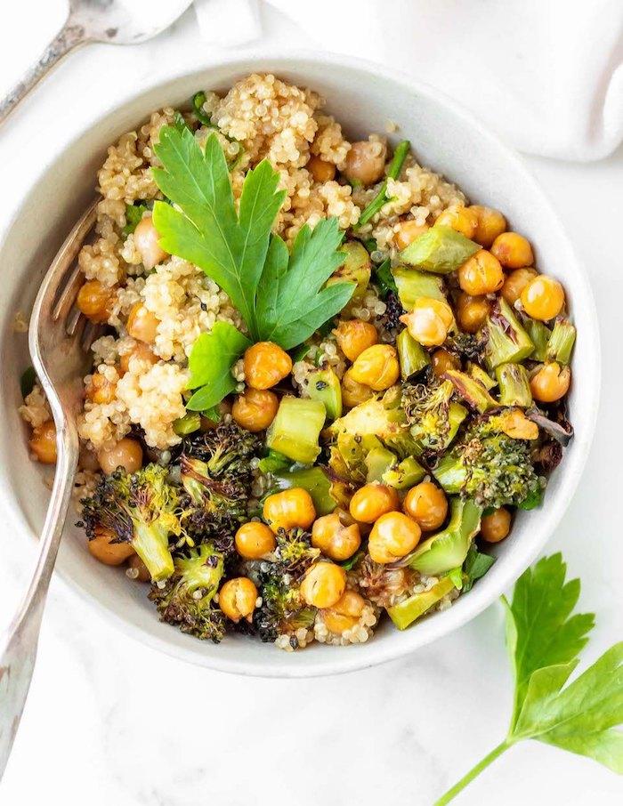 garbanzos con brócoli y arroz blanco, cenas ligeras y fáciles de hacer en casa, recetas de cenas con garbanzos