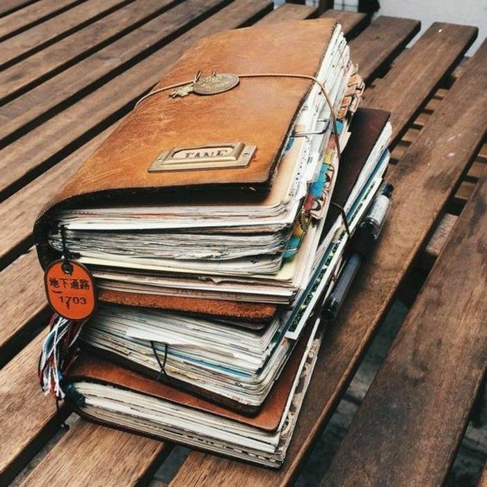 cuadernos de viaje vintage, ideas sobre como sorprender a tu mejor amiga, regalos para regalar unicos en imagenes