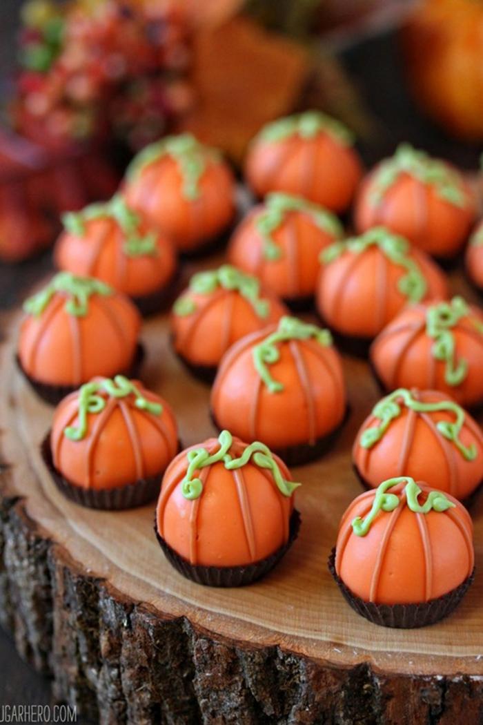 bolas enrgéticas en forma de calabazas, ideas de recetas de otoño originales, mini trufas en forma de calabazas