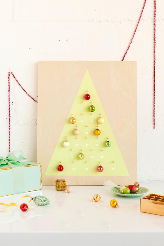 calendario de adviento personalizado con adornos navideños, fotos de manualidades para hacer en casa, manualdiades para decorar
