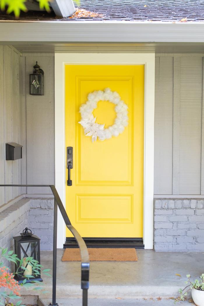 adornos navideños manualidades para decorar la puerta, corona navideña DIY, ideas de coronas navideñas hechas a mano