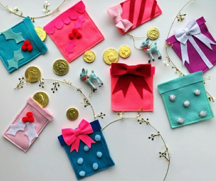 manualidades navideñas para regalar a tus familiares, calendario de adviento hecho a mano, bolsillos de fieltro decorados