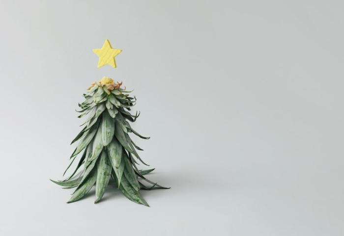 piña decorada con estrella, piña en la forma de arbol, ideas de decoracion casera con materiales reciclados, fotos de decoracion