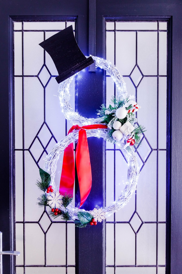 fantásticas ideas de decorar la puerta en Navidad, puertas decoradas navideñas originales y fáciles de hacer en casa