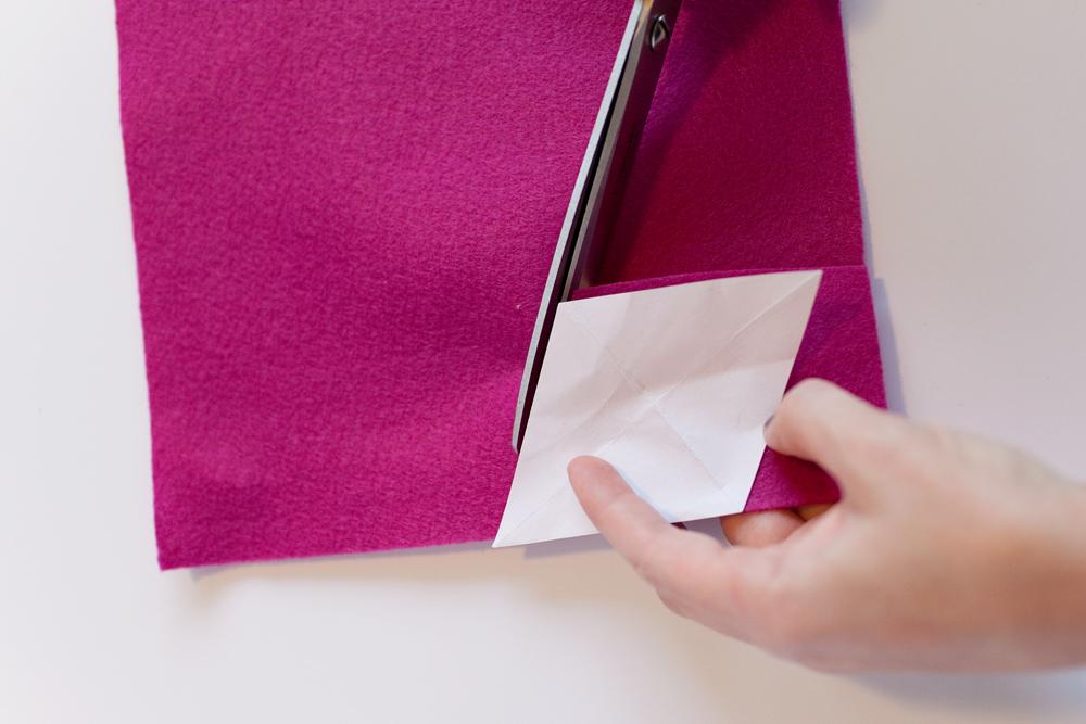 pasos para hacer manualidades navidad, como hacer un calendario de adviento paso a paso, tutoriales fáciles de hacer