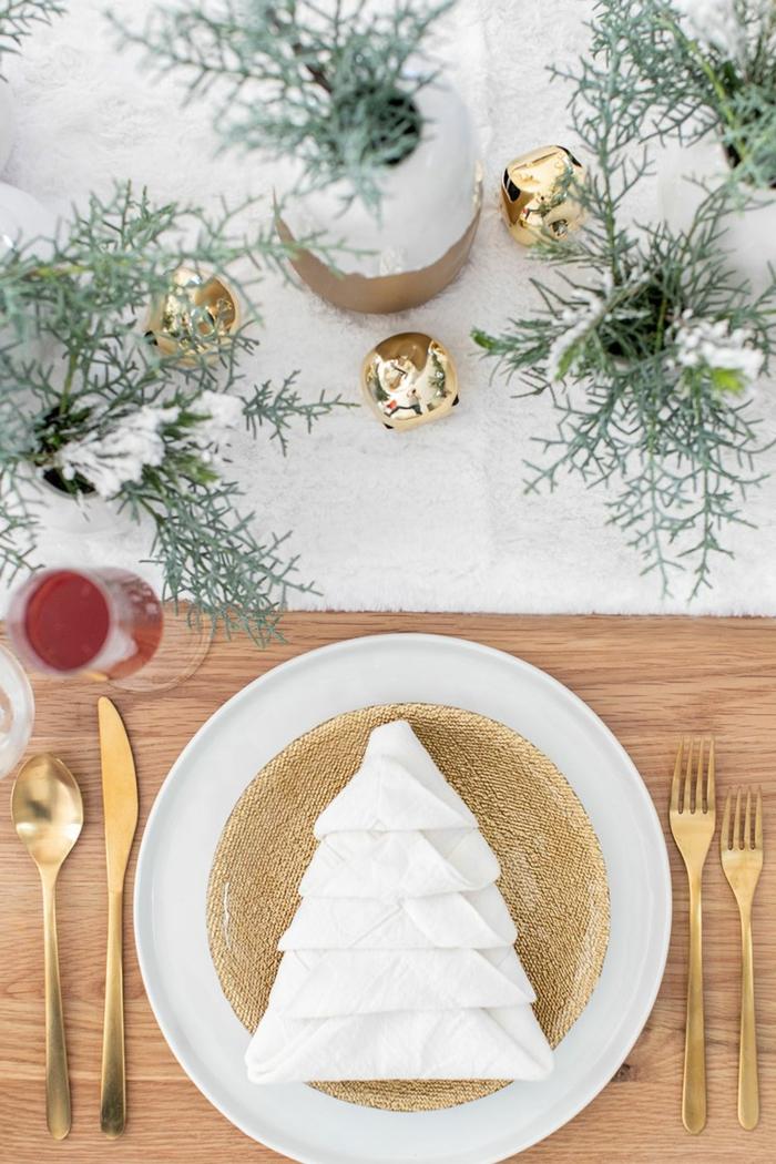 fantásticas ideas sobre como doblar servilletas elegantes con tutoriales paso a paso, mesa decorada para Navidad