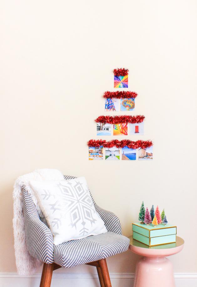 fotos de arboles de navidad originales y ecológicos, decoración navideña con fotos y guirnalda decorativa, ideas para decorar la casa