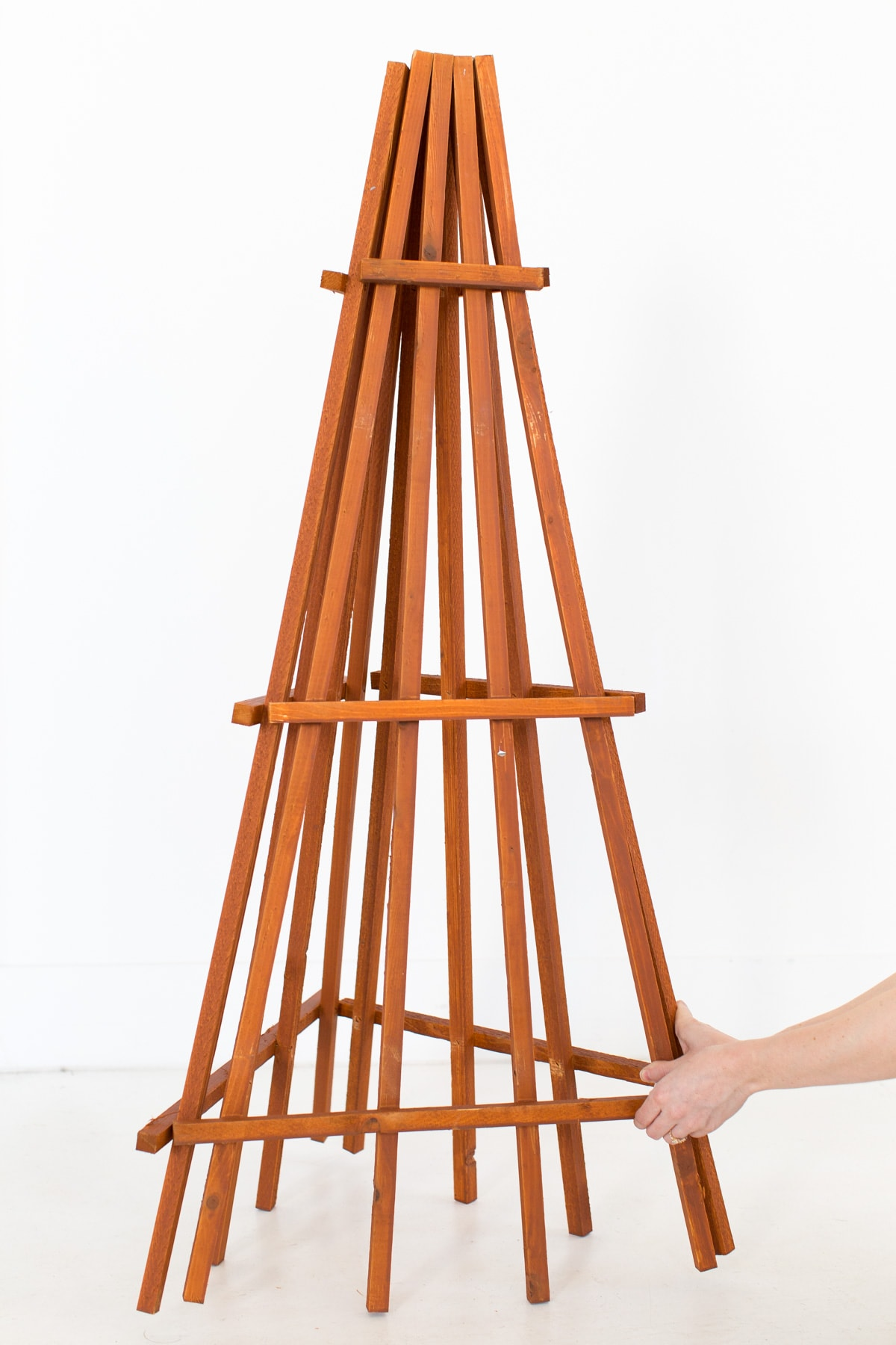 excelentes ideas de árboles de Navidad caseros, como hacer un arbol de navidad de madera, árboles creativos y ecologicos