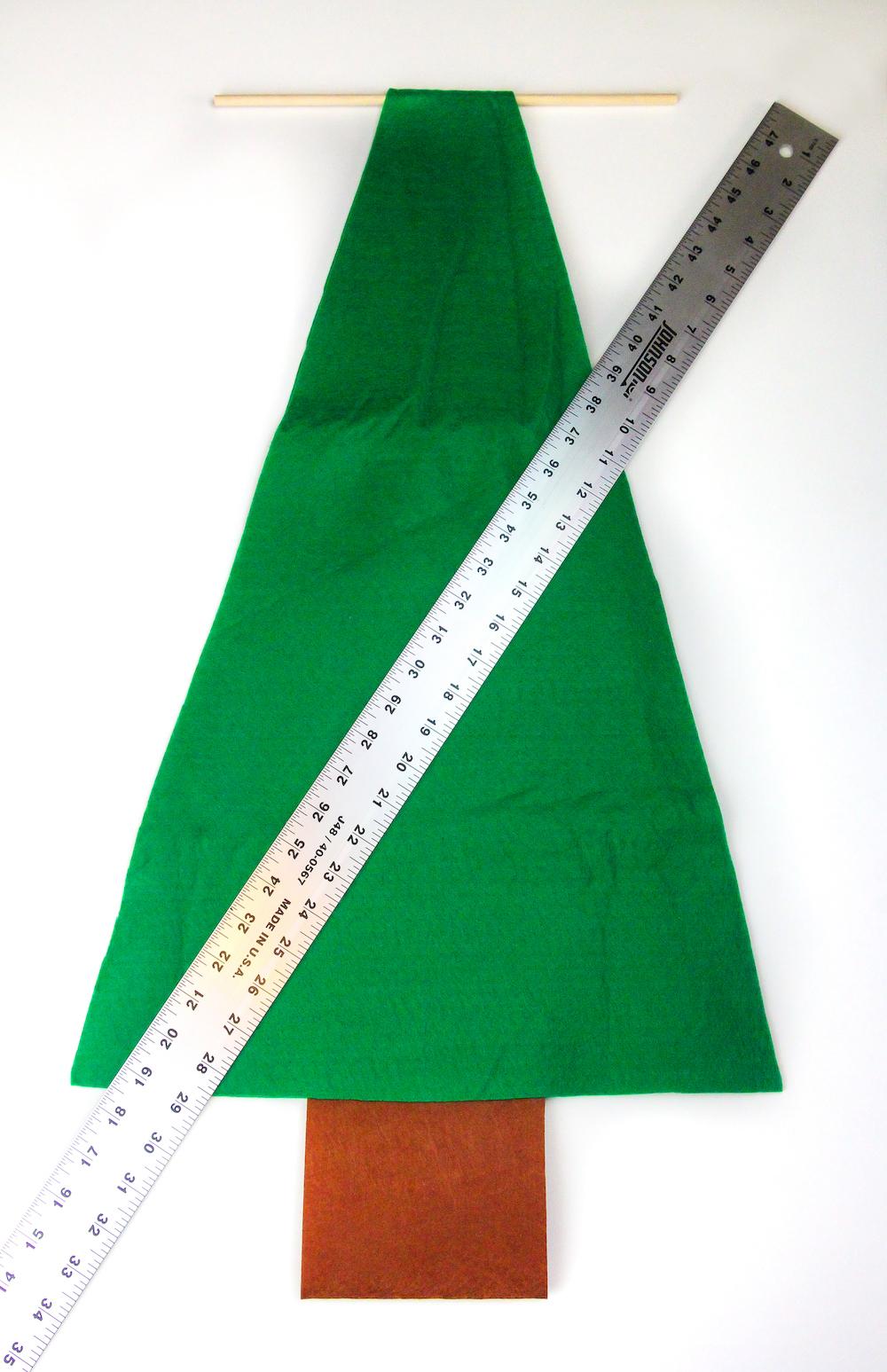 como hacer un árbol navideño de fieltro paso a paso, manualidades navideñas para decorar la casa, calendario de adviento chocolate