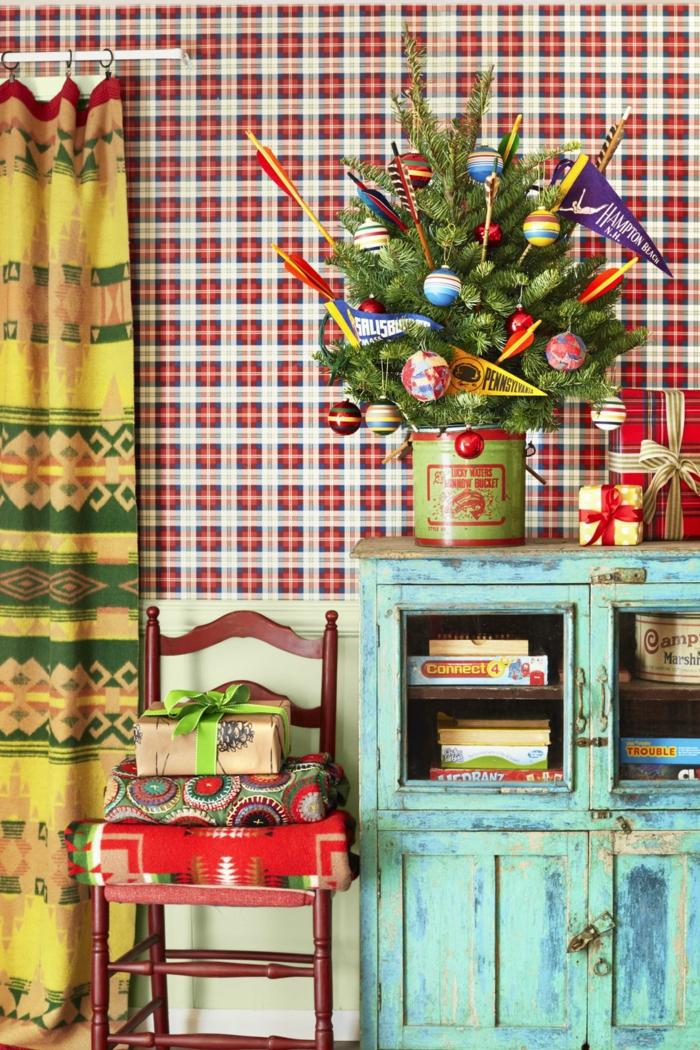 fantásticas ideas de decoración en estilo rústico, arbol de navidad de madera y árboles de materiales naturales, salón decorado en estilo rústico