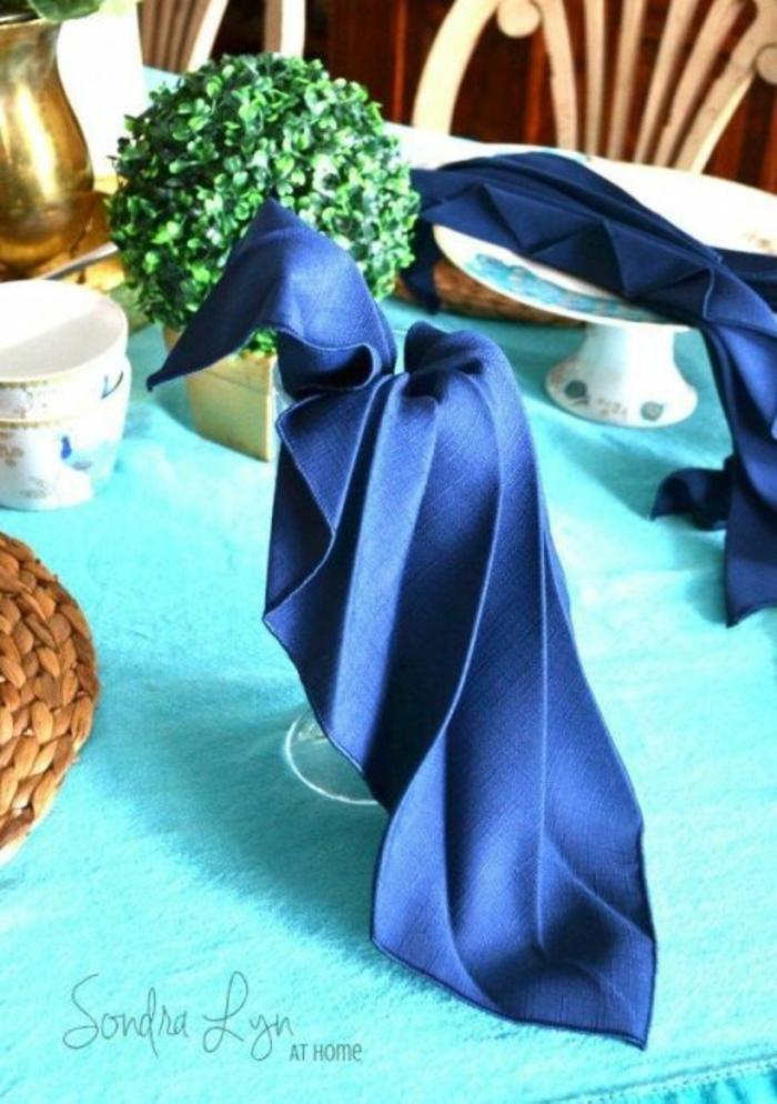 las ideas más originales sobre como decorar la mesa con servilletas, doblar servilletas de papel para cubiertos en fotos