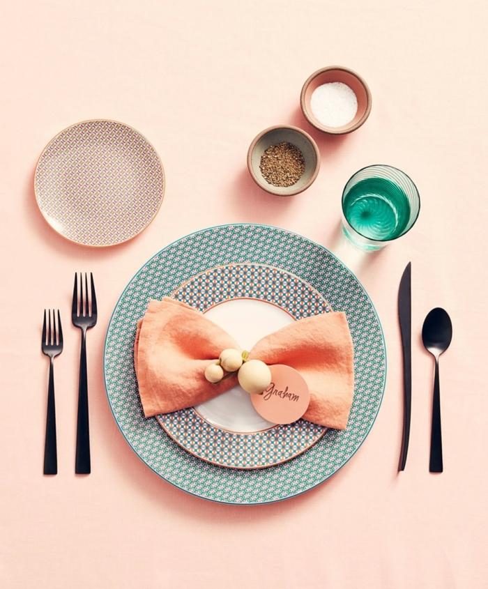 adorables ideas sobre cómo decorar la mesa para una cena oficial, ejemplos sobre como doblar servilletas de papel para cubiertos en fotos