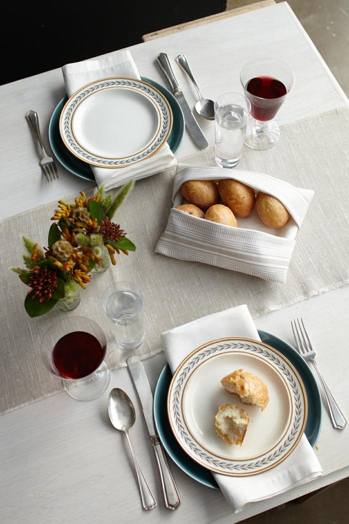 decoracion para la mesa con servilletas dobladas, doblar servilletas de papel para cubiertos en imágenes, servilletas blancas de tela