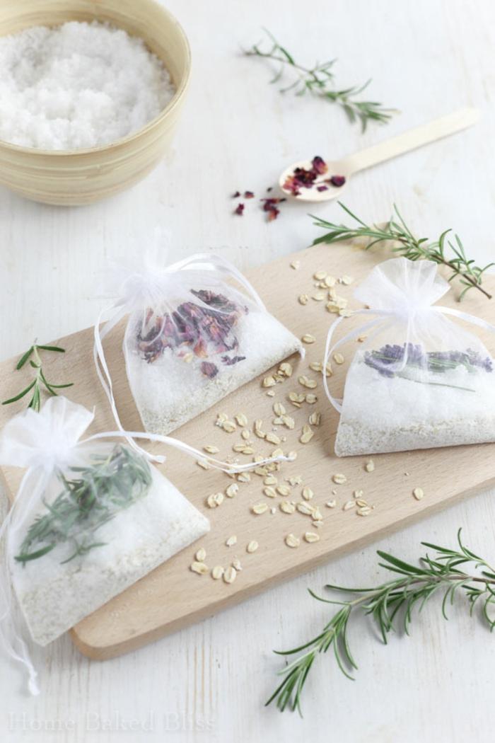 bolsas llenas de té casero, las mejores ideas de manualidades para regalar a tus amigas, regalos mejor amiga para navidad
