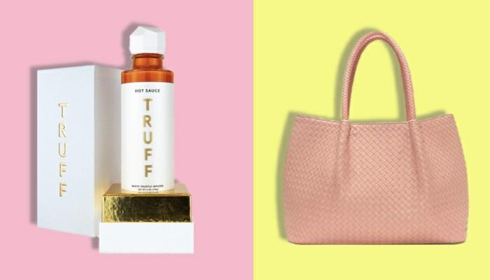 fotos con ideas de regalos navidad mujer, perfume y bolso de cuero ecologico en color rosa, ideas de regalos navideños