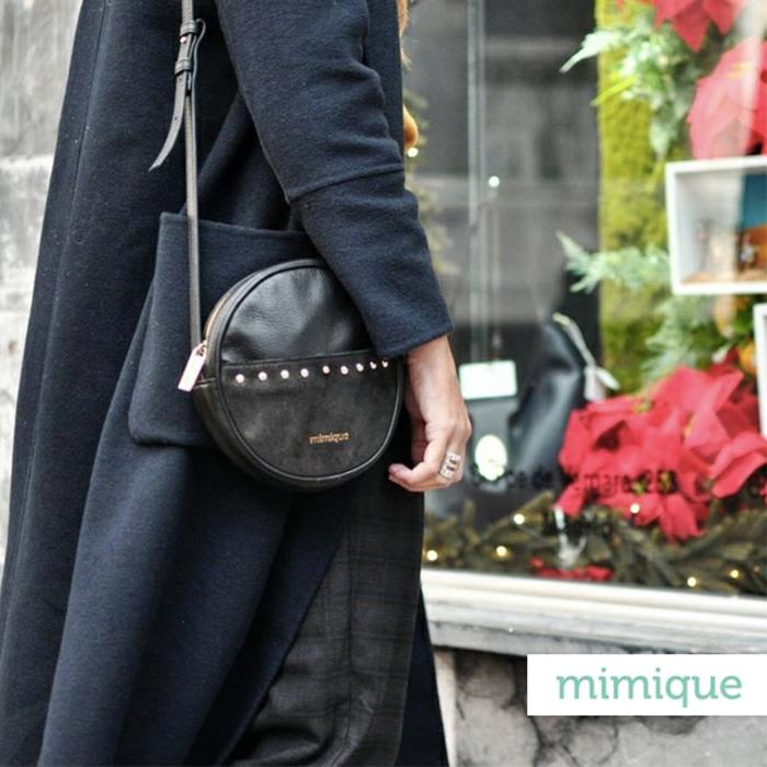 ideas de regalos para tu mejor amiga en navidad, regalos navidad mujer, pequeño bolso de cuero con detalles bonitos