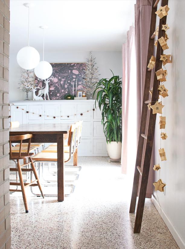 como hacer un calendario de adviento con cajas de papel maché en forma de estrella, bonitas ideas para decorar la casa en navidad