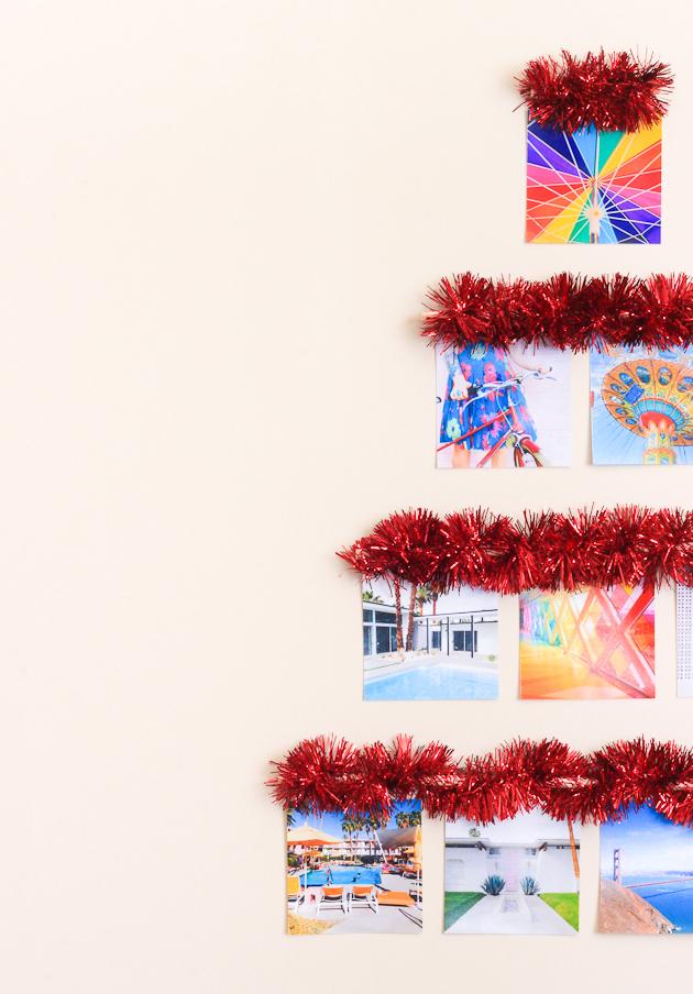 como hacer un arbol de navidad original para colgar en la pared, fotos en colores vibrantes y guirnalda decorativa clásica