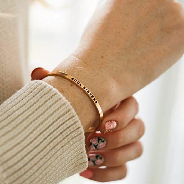 pulsera de oro personalizada para regalar en navidad, regalos navidad mujer unicos, ideas de regalos para mejor amiga