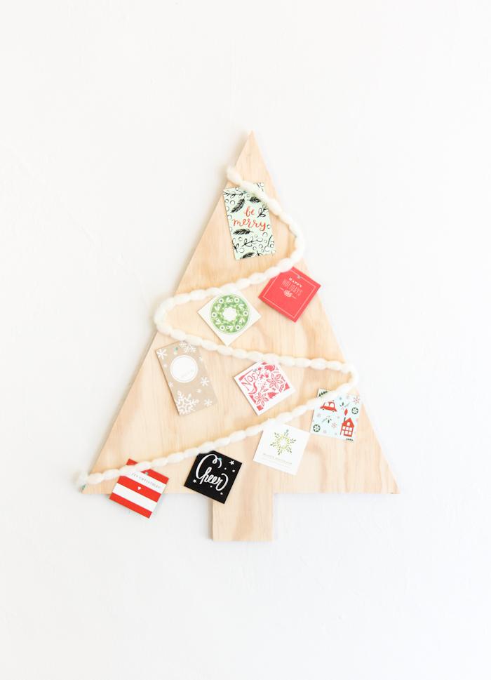 decoración en la pared, arboles de navidad originales y faciles de hacer, arbol navideño decorativo, fotos de árboles DIY