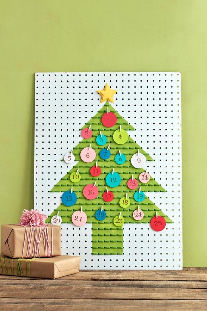 excelentes ideas sobre como hacer calendario de adviento casero con fines decorativas, decoración salón para Navidad