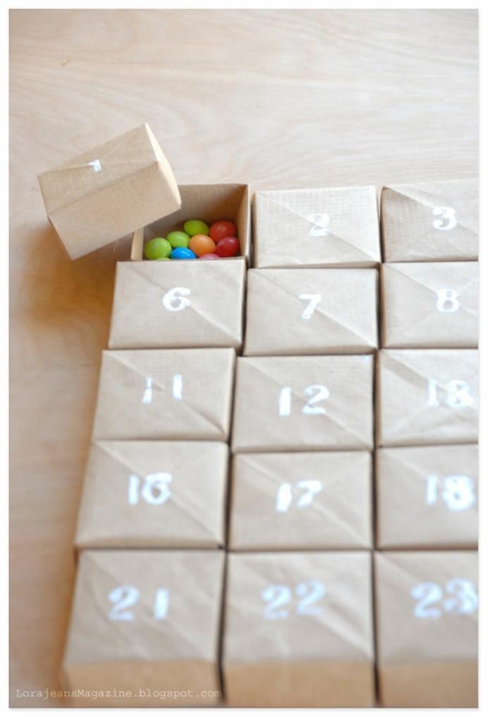 cajas con números para los días del mes llenos de caramelos m&m, ideas de regalos caseros para navidad, regalos amigo invisible