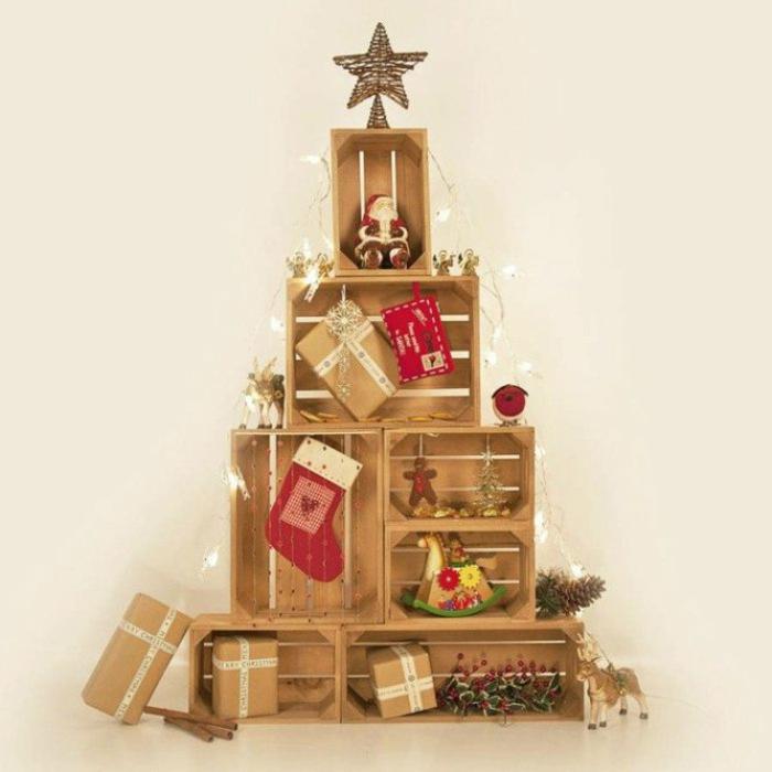 arbol de navidad de madera, árbol de Navidad hecho de cajas de fruta de madera, ideas de decoración para Navidad en estilo rústico