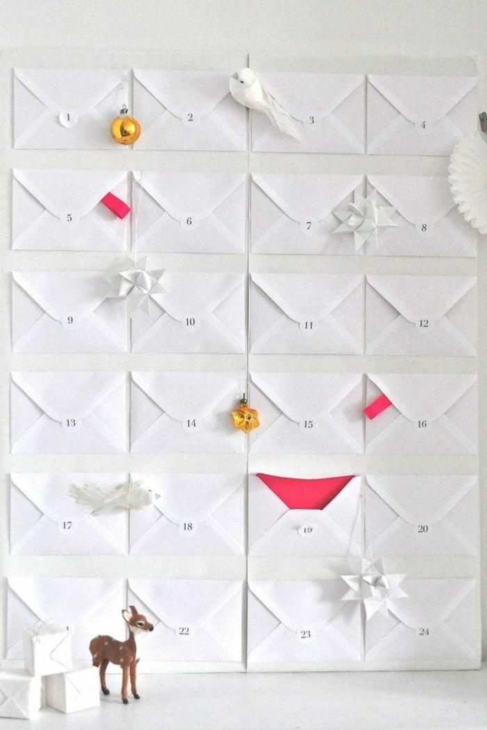 geniales ideas de manualidades con reciclaje, sobre para cartas reutilizados para hacer un calendario de adviento casero