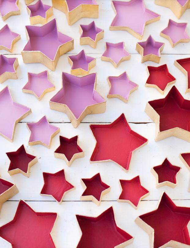 cajas de cartón de papel maché en forma de estrellas para hacer un calendario navideño, calendario de adviento para niños y adultos