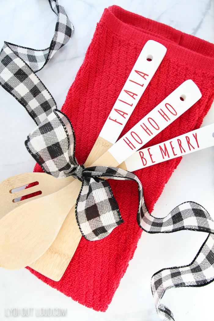 cucharas de madera personalizadas para regalar en navidad, DIY ideas para regalar en navidad, fotos de regalos unicos