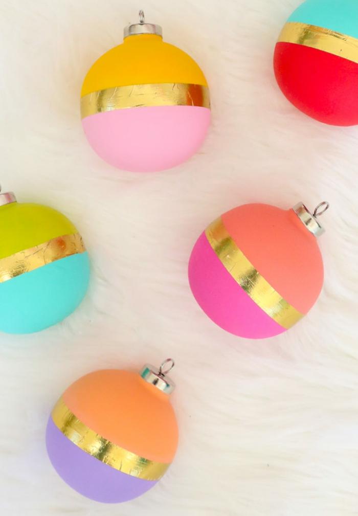 preciosos ornamentos decorados a mano en colores pastel con acabado mate y detalle metalico, fotos de ideas regalos navidad