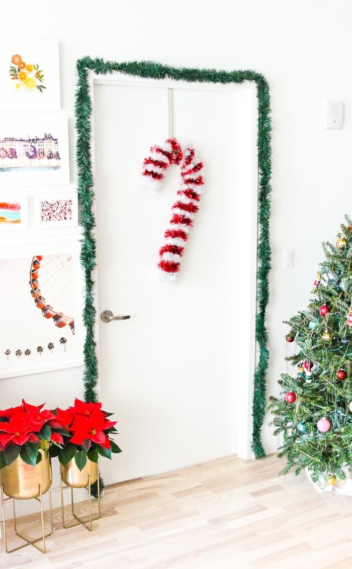 super originales ideas para decorar tu casa en navidad, manualidades navideñas faciles, adornos para colgar en la pared