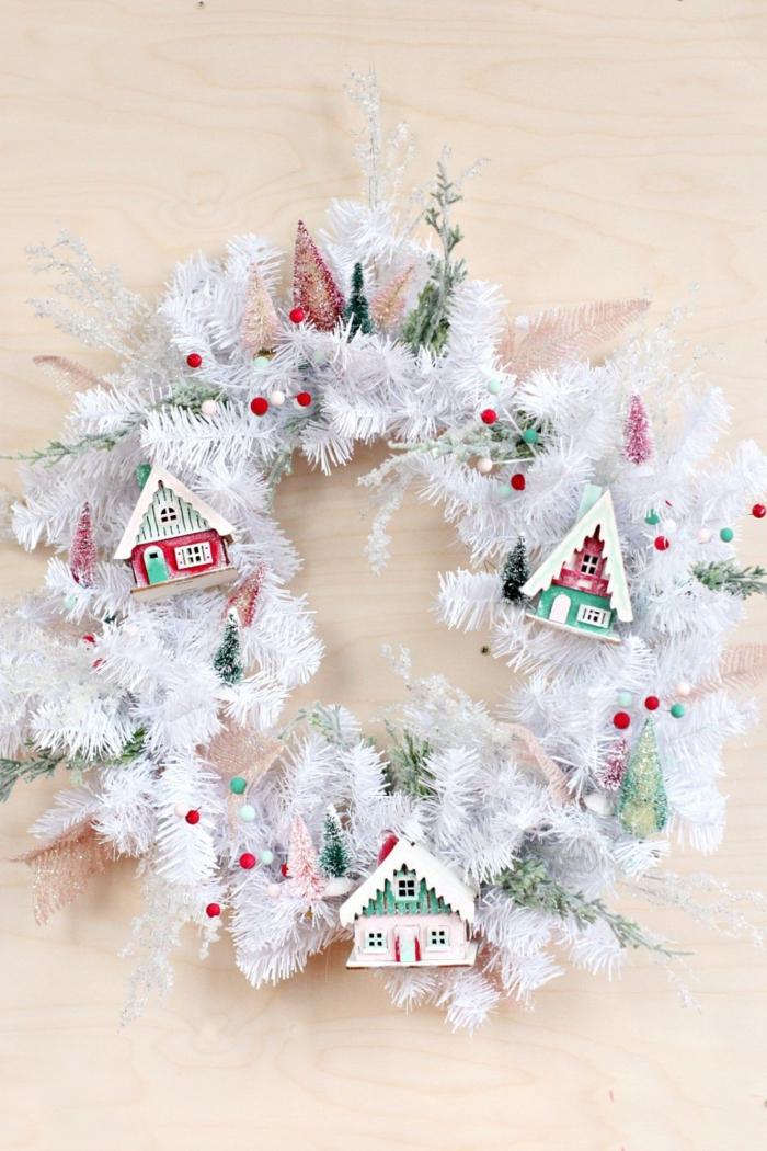 precioso adorno navideño para colgar en tu puerta, manualidades navideñas faciles y originales, corona navideña blanca